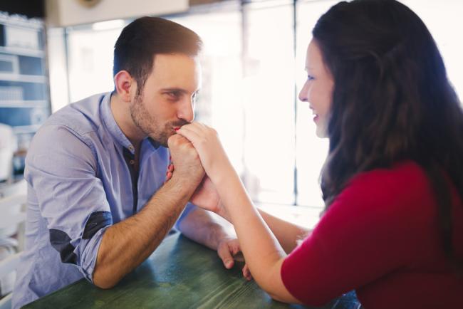 Μήπως φοβάται τη δέσμευση; Πως θα το κάνεις να δεσμευτεί μαζί σου;