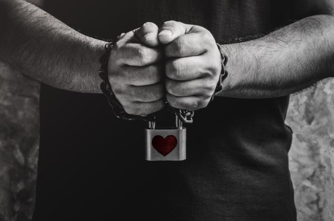 Πόσο καταπιέζουν τα ζώδια σε μία ερωτική σχέση;