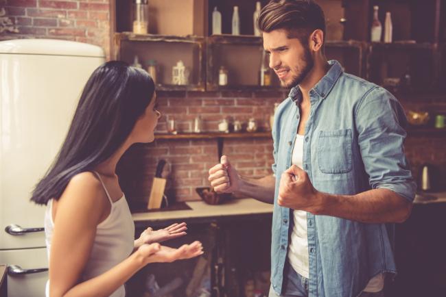 Πάθος και αμφισβήτηση: Πόσο εύκολα αμφισβητεί κάθε ζώδιο σε μία σχέση;