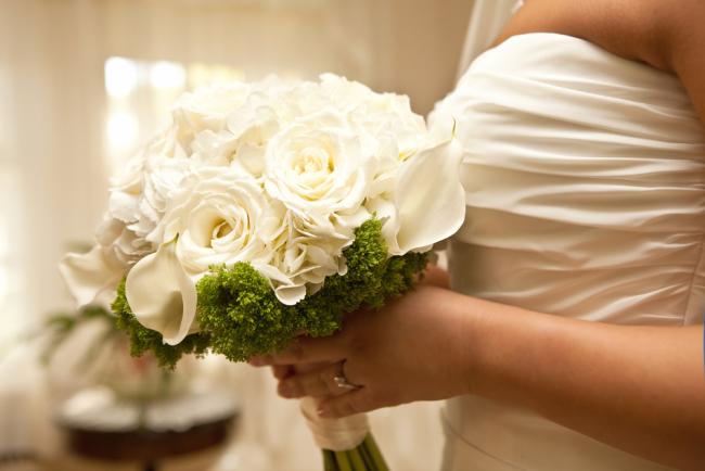 Στα σκαλιά της εκκλησίας: Πόσο μπορεί να κρατήσει η ευτυχία ενός γάμου.