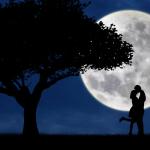 Όταν το φεγγάρι μιλάει στην καρδιά σου! Η Σελήνη στην αγάπη.